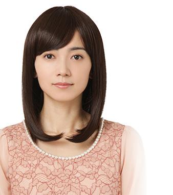 ピンク色トップスを着ている遠藤久美子