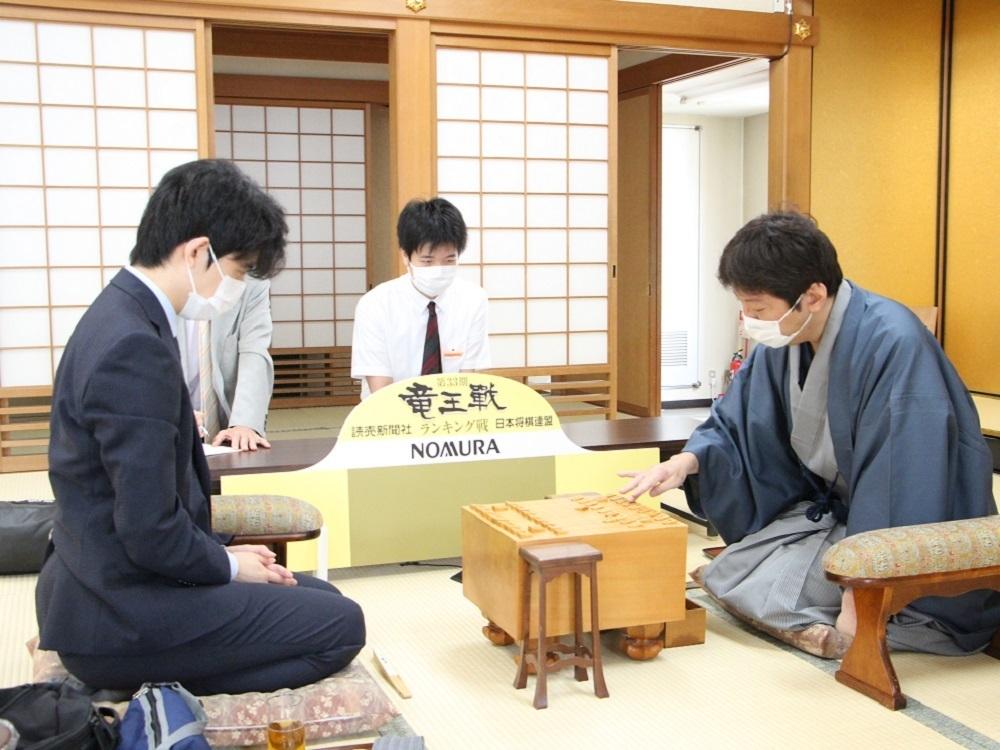 対局 結果 聡太 藤井 将棋・1月4日週の主な対局 藤井聡太王位・棋聖、6日の順位戦B級2組で新年初戦
