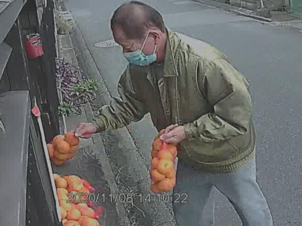 防犯カメラに一部始終…みかん3袋を無人販売所から盗んだか 76歳男逮捕 被害者「盗んだ物で美味しいのか」